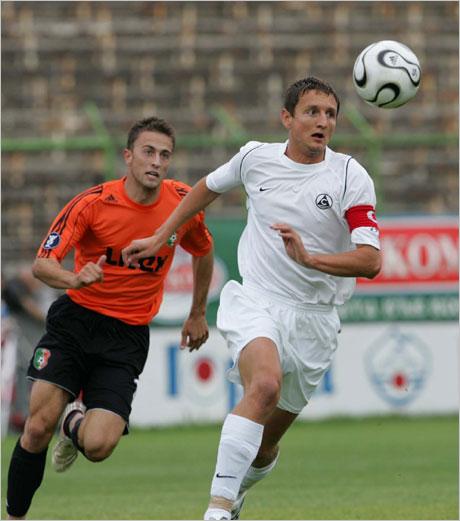В Славия все още няма оферти за Асен Караславов