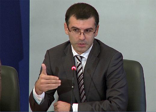 Дянков пак представя Пакта за финансова стабилност