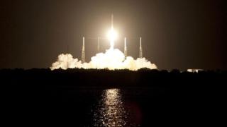 NASA изстреля космическия кораб Dragon