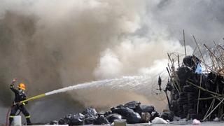 Полицейски час и пожари в Банкок