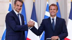 Макрон: Европа трябва да спре да бъде наивна при защитата на интересите си и да има военен капацитет