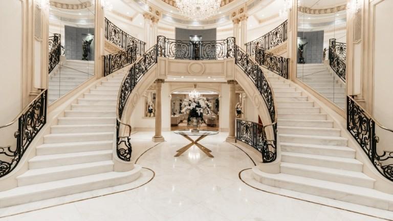 Невероятният палат в Бевърли Хилс, който се продава за $80 млн.