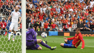 Ла Фурия едва не стъпи накриво на старта на Евро 2016