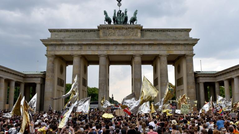 Над 25 000 души демонстрираха в Германия - за и срещу миграцията