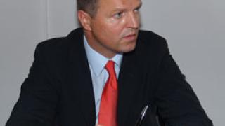 Зам.-министър Кичев подкрепя изискванията на ЕС за вредните емисии в авиацията