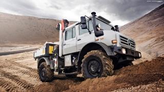 Mercedes-Benz Unimog отново бе признат за най-добрия всъдеход в света