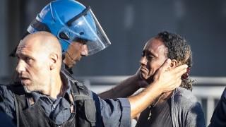 Сблъсъци между полиция и бежанци в Рим