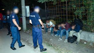 Българските полицаи бият и ограбват мигранти, алармира Human Rights Watch