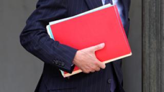 Фийон защити пенсионните реформи
