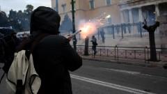 Нови улични сблъсъци между учители и полиция в Атина