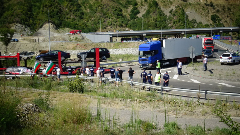 Сухопътните граници на Гърция остават затворени до 14 декември