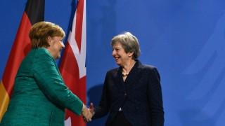 Островът иска хем вън, хем свързан с ЕС