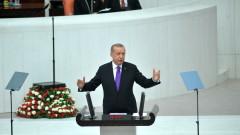Демокрацията не е възможна с медии, категоричен Ердоган