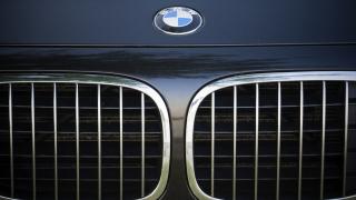 BMW вика в сервиз половин милион автомобила в Европа