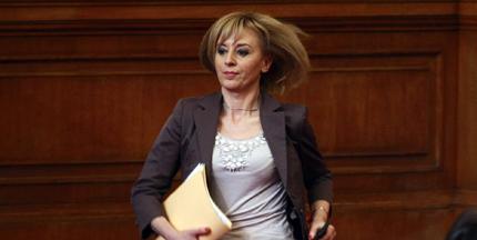 Мая Манолова в сделки не участва, но мисли за омбудсман