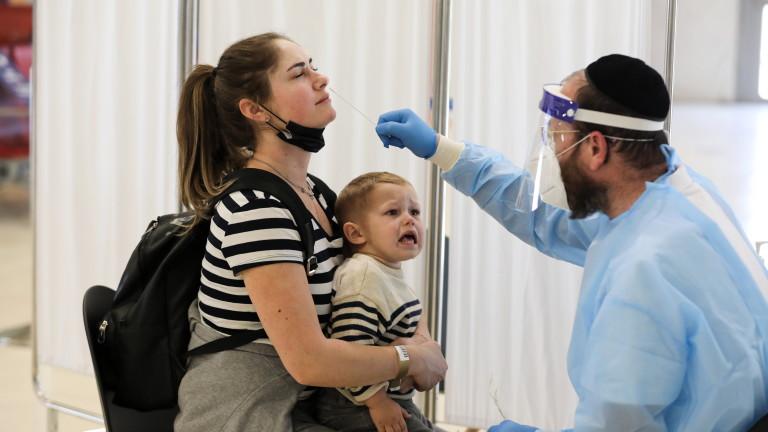 По-малко починали, по-малко заразени: Израел вижда подобрение на всички COVID фронтове