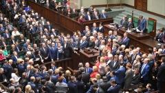 Полските депутати орязаха заплатите си с 20%