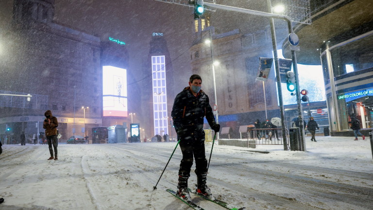 Невиждана от десетилетия снежна буря блокира Мадрид
