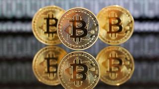 Bitcoin се задържа на върха, след като мина историческия връх от $34 000