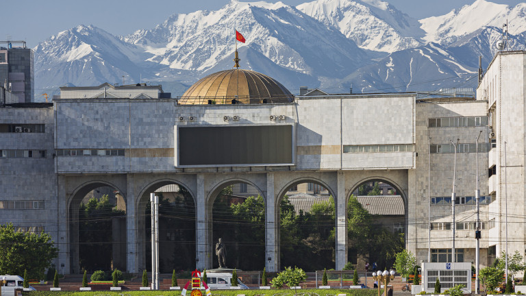 Президентът на Киргизстан обмисля анулиране на изборите