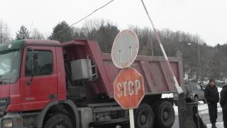 Цистерна за малко да прегази протестиращите миньори в Бобов дол