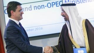 Петролът остава под $60 за барел. От Русия зависи съкращаването на добива