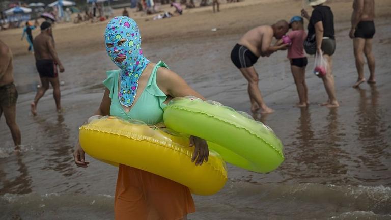 Нова мода в Китай! Нинджи превзеха плажовете