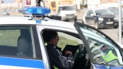 Шофьор без книжка се заби в стълб при опит да избяга от проверка
