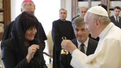 """С послание """"Пазете мира"""", папа Франциск посрещна Караянчева във Ватикана"""