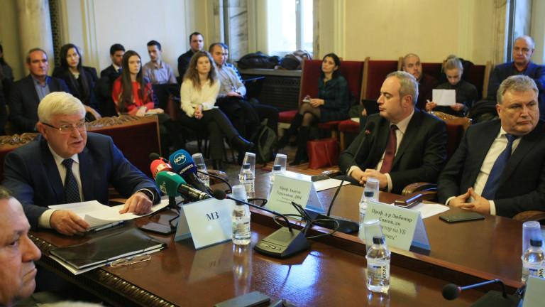 Министърът на здравеопазването Кирил Ананиев представи на заседание пред Парламентарната