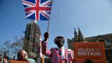 """Хиляди поддръжници на Брекзит """"наводниха"""" центъра на Лондон"""