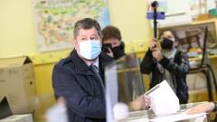 Христо Иванов гласува с хартиена бюлетина, имали сигнали за нередности с машините