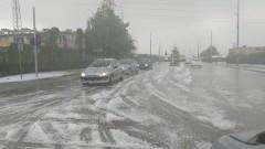 Пожарникари извадиха 10 души, закъсали с колите си в Шуменско