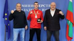 Министър Кралев награди Митко Джорджев за сребърния му медал от Европейското първенство по таекуондо
