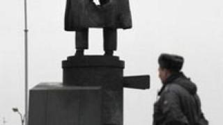 Ленин се завърна пред гарата в Санкт Петербург