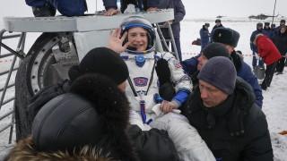 """""""Союз"""" кацна успешно на Земята с трима астронавти от МКС"""