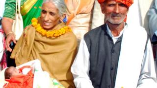 Индийка роди на 70 и стана най-старата майка в света (видео)