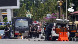 Загинали и ранени при нападение с мечове над полицейски участък в Индонезия