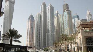 Освен от срива в цените на петрола, Дубай е изправен и пред друга криза