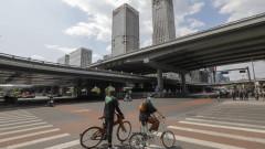 Китай омекотява икономическия удар, не гледа към бързо възстановяване