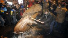 Разследват разрушаването на паметника на Ленин в Киев