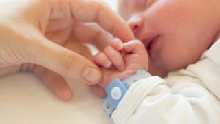 Изписаха от болницата в Добрич бебето, заразено с коронавирус