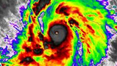 """Ураганът """"Патрисия"""" достигна максималната пета категория"""