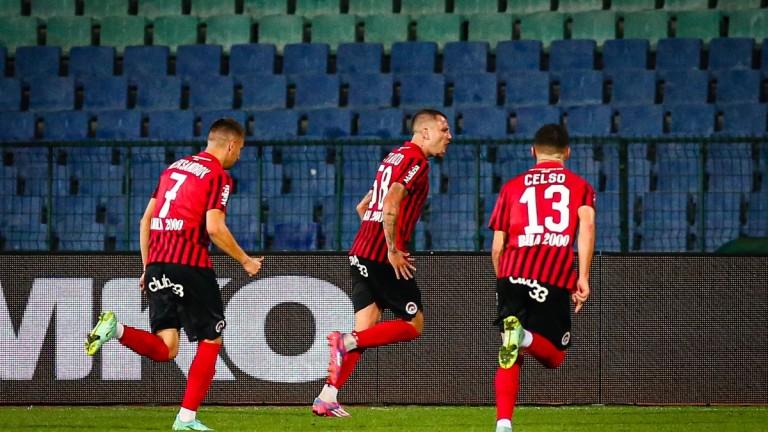 Локомотив (София) победи Славия с минималното 1:0 в двубой от