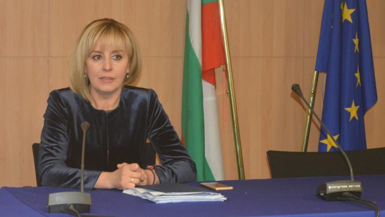 Манолова иска подкрепа от евроомбудсмана за превозвачите