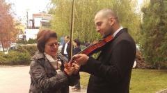 """Дончева с концерт """"за една струна"""" поздрави Цачева и Радев"""