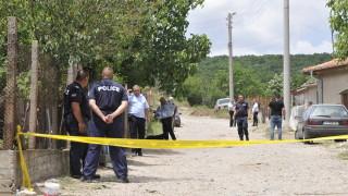 Мъж застреля жена си и съсед в хасковско село