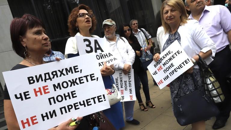 Адвокати от цялата страна на протест, икат оставки във Висшия адвокатски съвет