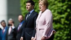 Меркел трепери на церемония със Зеленски в Берлин