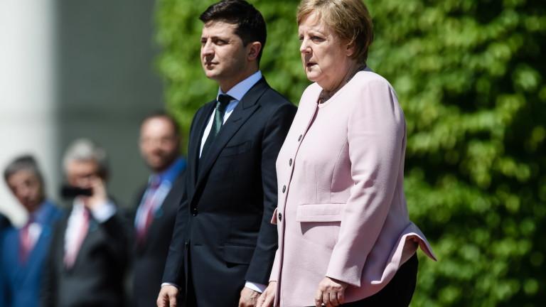 Германският канцлер Ангела Меркел изглежда нестабилна и не добре по